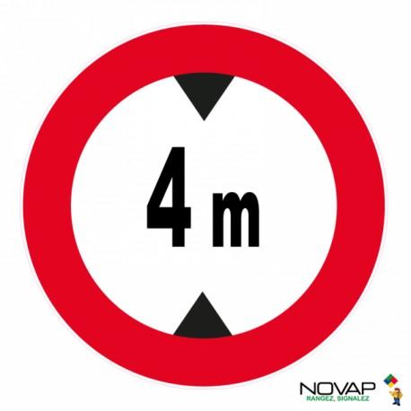 Panneau de signalisation - Hauteur limitée à 4m