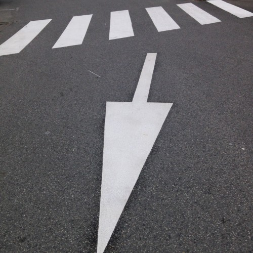 """Motifs préfabriqués - Flèche """"tout droit"""" 2m ou 4m - T SIGN"""